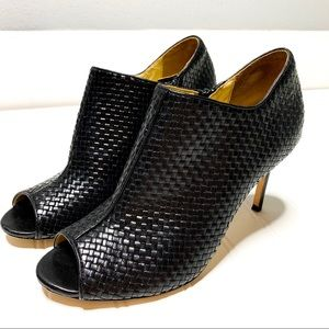 Cole Haan sz 8.5 woven leather open toe booties